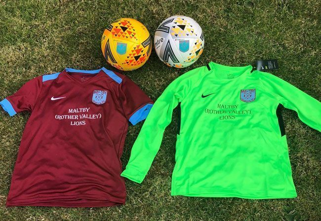 Maltby (Rother Valley) Lions sponsor Maltby Juniors Under 13's football team